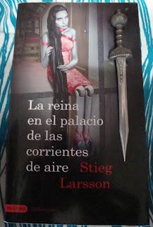 Portada del libro La reina en el palacio de las corrientes de aire, de Stieg Larsson