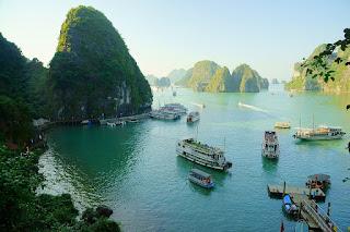 越南工作證:取得越南工作證,依越南法令,需具備一定之條件,而相關證明需經過公證、外交部驗證等程序,為避免到當地始發覺有未準備事項,建議出國前先予準備