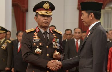 IPW: PSBB Bukti Jokowi Bingung, Polri Gagap, cuma Garang saat Bubarkan Pesta Kawinan