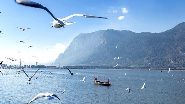 ทะเลสาบเตียนฉือ (Dian Lake: 滇池)