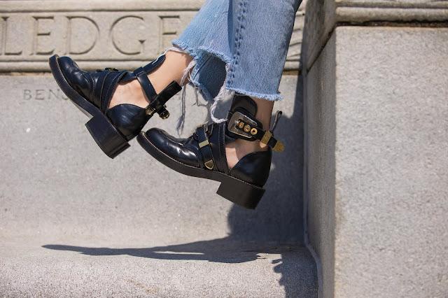 Meryl Franzos, balenciaga ceinture boots