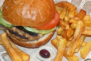 hamburgeri, sandwich, burger, cheeseburger, barbecue, fripturi, retete pentru gratar, retete, retete culinare, retete de mancare, fast food, reteta hamburger, hamburgeri americani, hamburger american, gustari, retete straine, retete traditionale americane, mancare americana,