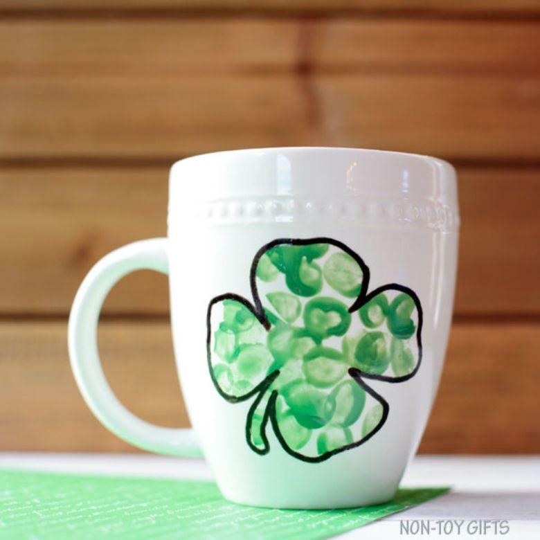 St Patricks day crafts for preschoolers - fingerprint shamrock mug