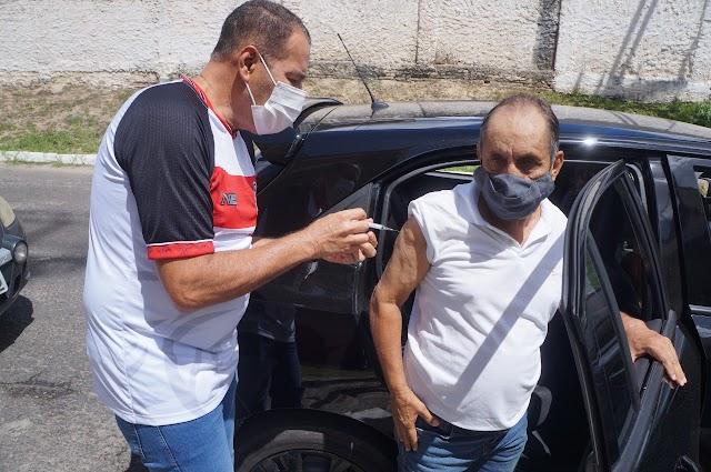 Dia de vacinação em Alagoinhas: idosos de 70 anos ou mais recebem primeira dose dos imunizantes contra a Covid-19