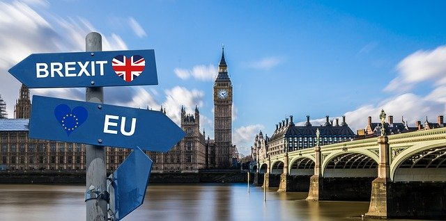 Palaces of Westminster with a Brexit Eu sign in the foreground. Free stock image from Pixabay