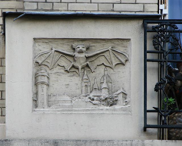 Bas-reliefs on the façade, 19 rue du Mont-Cenis, Paris