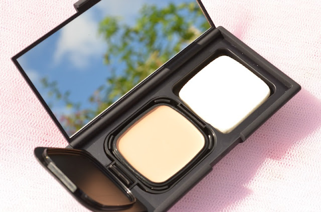 NARS Radiant Cream Compact Foundation in Siberia - Review and Swatches