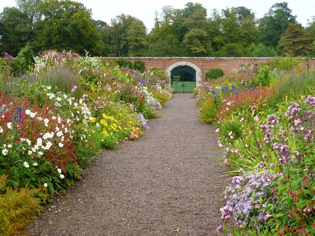 Frieda oxenham floors castle for Garden design ideas for medium gardens
