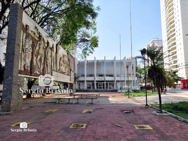 Fotocomposição com o Teatro Paulo Eiró e o Painel Homenagem às Artes - Santo Amaro - São Paulo