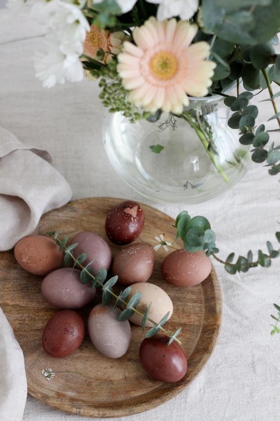яйца с натурални бои, боядисване на яйца с естествени бои