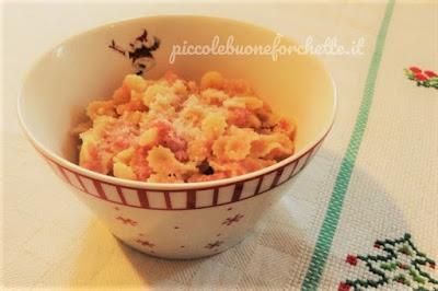 foto Ricetta pastina all'uovo cotta nel brodo con prosciutto per bambini