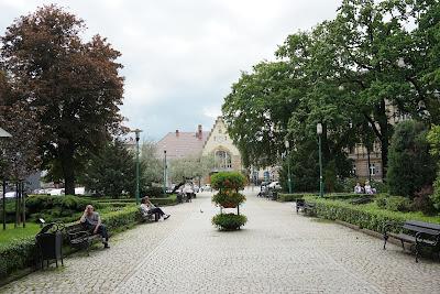 Budynek dworca Świdnica Miasto z perspektywy placu Grunwaldzkiego