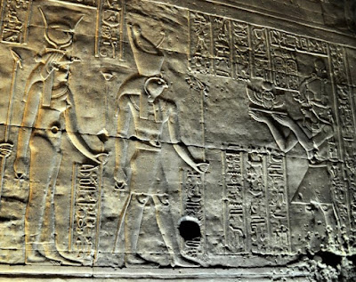 Horus and Hathor receiving a scarab offering from the Pharaoh.