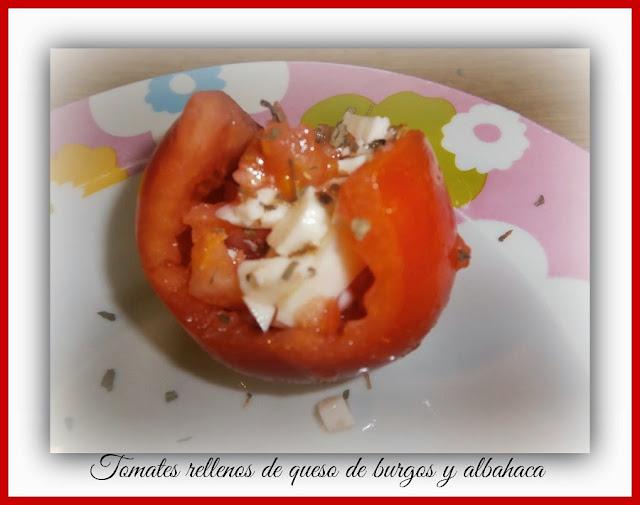 tomates rellenos de queso de burgos y albahaca