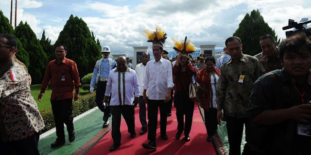 Presiden Jokowi 'Sah' Diangkat Menjadi Panglima Perang Suku Asmat
