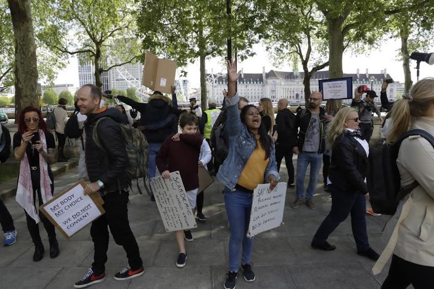 Η σκιά των αμφισβητιών του εμβολίου πλανάται πάνω από την Ευρώπη