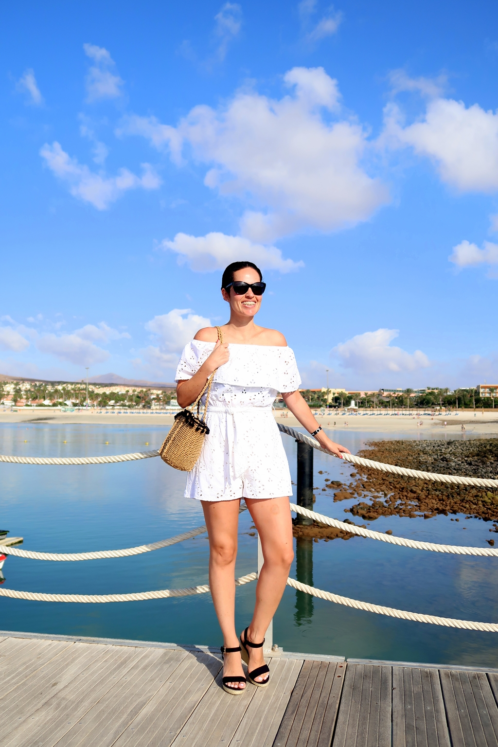 white-jumpsuit-streetstyle-outfit-fuerteventura
