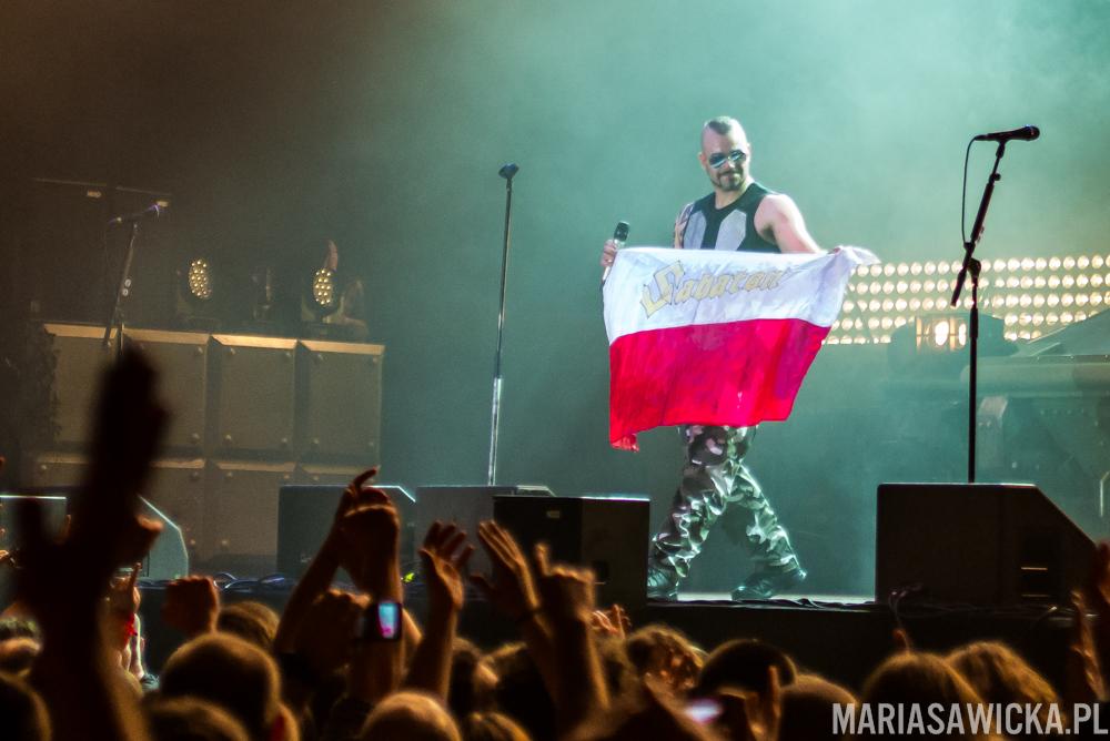 Heroes On Tour Europe 2015 Wrocław hala orbita Sabaton Joakim Brodén polska flaga