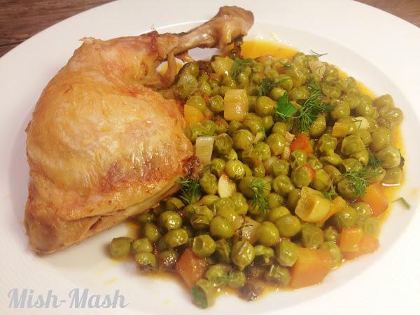 Пиле с грах на фурна