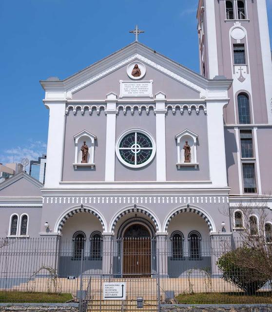 Igreja Santa Teresinha do Menino Jesus - entrada principal e fachada