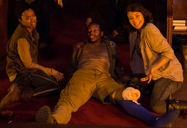 60 Iconic Behind-The-Scenes Pictures Of Actors That Underline The Difference Between Movies And Reality - Oh, so that's where Bob's leg went from the Walking Dead Season 5.