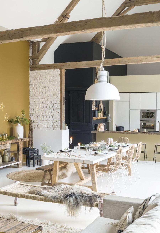 Święta w pięknym mieszkaniu w dawnej stodole, wystrój wnętrz, wnętrza, urządzanie domu, dekoracje wnętrz, aranżacja wnętrz, inspiracje wnętrz,interior design , dom i wnętrze, aranżacja mieszkania, modne wnętrza, styl rustykalny, styl skandynawski, mieszkanie w stodole, Święta, Boże Narodzenie, rustic style, Scandinavian style, flat in the barn, Holidays, living room, salon, jadalnia