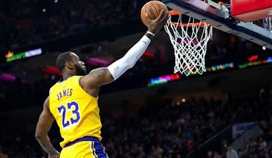 apa yang dimaksud dengan lay up shoot, apa yang dimaksud dengan lay up shoot, lebron james lay up, lebron james, LBJ, NBA, LA Lakers, dasar dasar tembakan lay up, lay up shoot, pengertian lay up, apa itu lay up