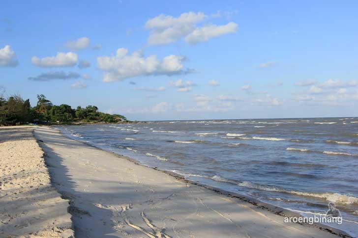 pantai nyiur melambai lalang belitung timur