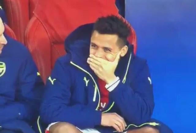 Arsenal thua thảm, Alexis Sanchez cười nhăn nhở