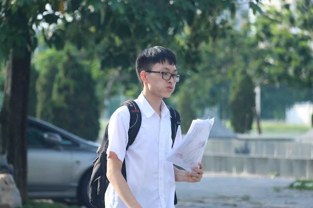 Bật khóc sau giờ thi toán lớp 10 năm 2019 tại Hà Nội