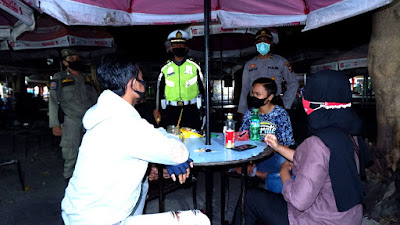 Alun alun Kota Situbondo Menjadi Sasaran Utama Patroli Disiplin Prokes