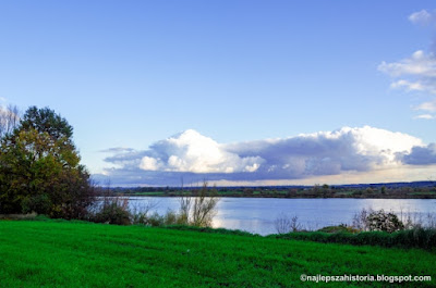 Widok na prawy brzeg Wisly z okolic Topolna. Krajobrazy wislanskie.