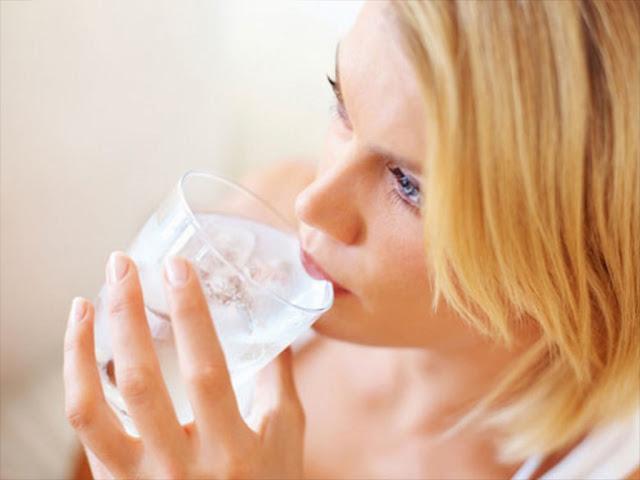 9 Bahaya Konsumsi Air Es Setiap Hari untuk Kesehatan Tubuh