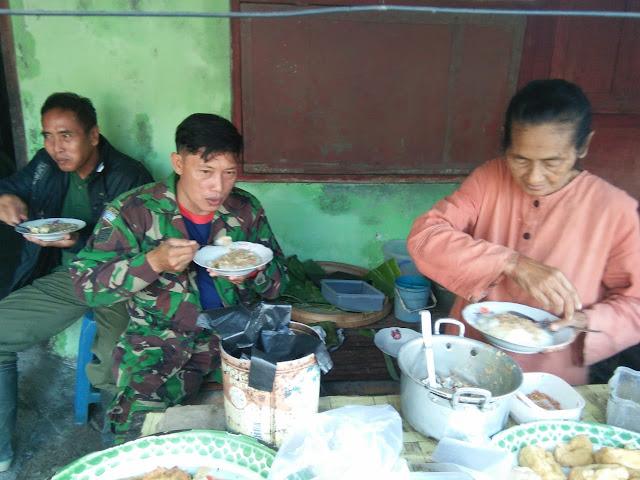 Warung Pojok Milik Mbah Parti Makin Ramai Dikunjungi Tentara