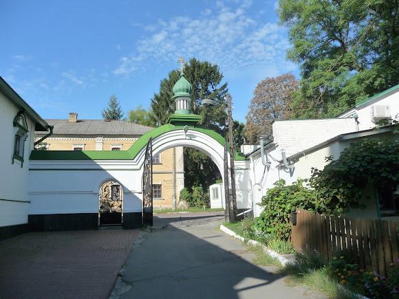 Киев. Китаево. Свято-Троицкий монастырь. Входные ворота