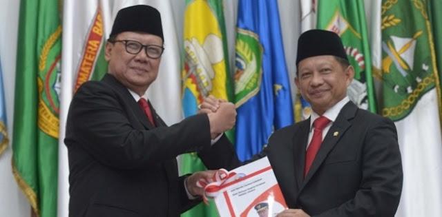 Dapat Bisikan soal Reshuffle Kabinet, Hensat: Tito Tukar Guling dengan Tjahjo