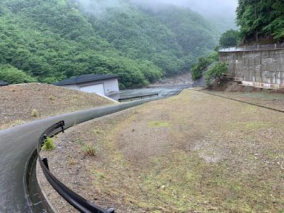 湯西川ダム湖への入水路