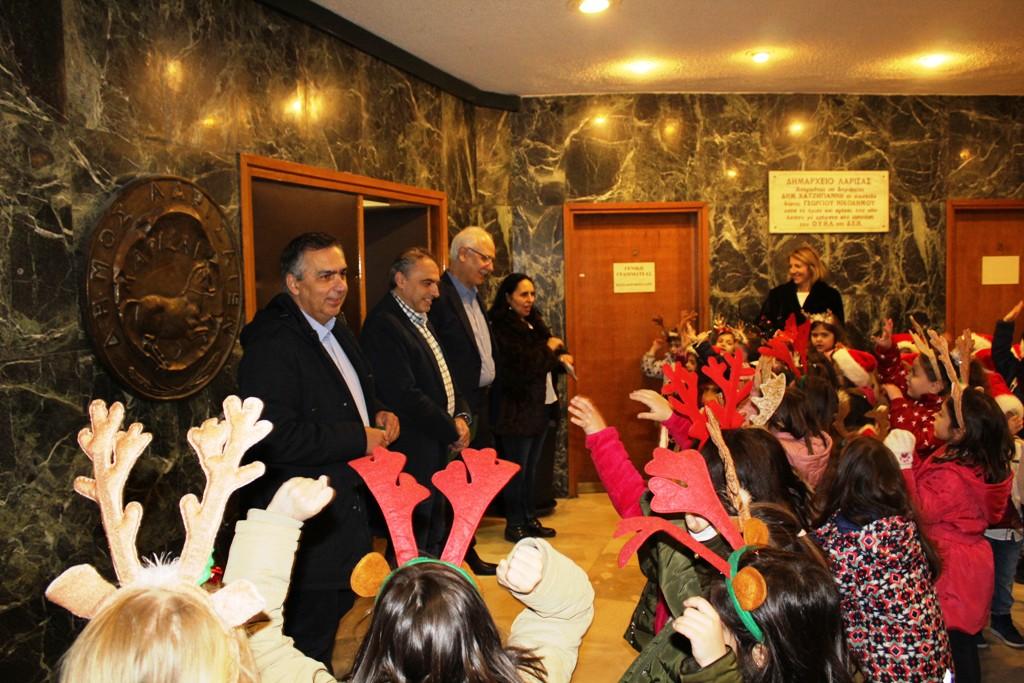 Κάλαντα και ευχές στο Δημαρχείο της Λάρισας (ΦΩΤΟ)