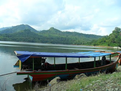 perahu nelayan waduk wadas lintang