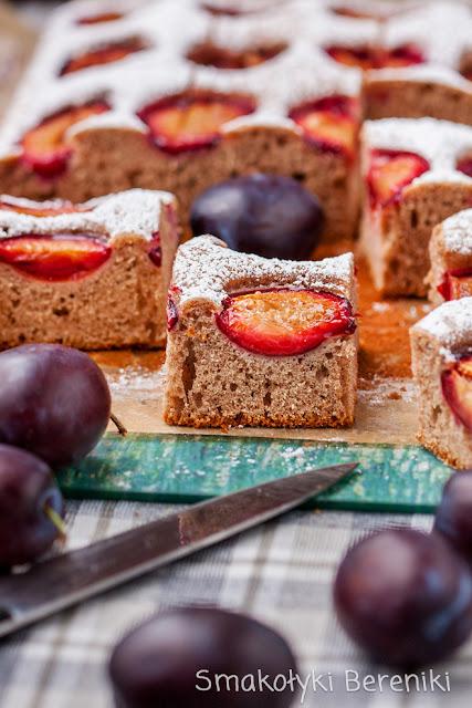 Ciasto cynamonowe z owocami
