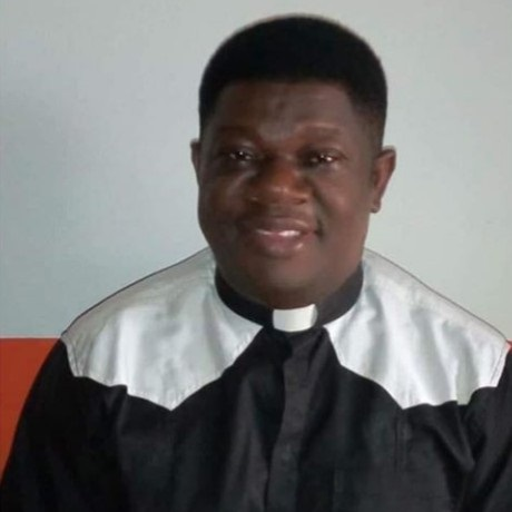 Catholic priest slumps and dies while Celebrating Mass in Rivers State