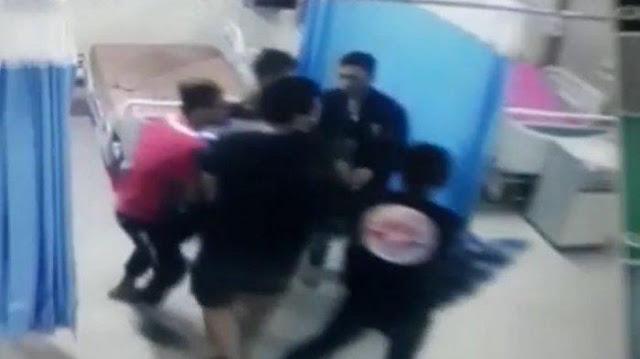 Ambil Paksa Jenazah PDP Corona, 100 Orang Geruduk Rumah Sakit Sambil Bawa Senjata, Direktur RS: Biarkan Saja