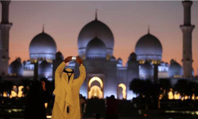 Extending the closure of mosques and places of worship in the UAE