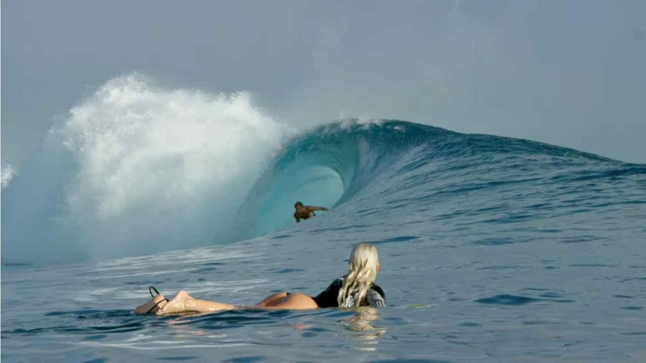 tatiana weston web surfer tahiti 29