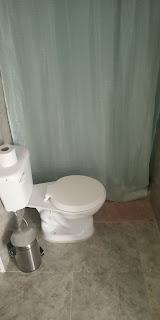 Habitación de 20 metros cuadrados con baño privado  de hostal en guayaquil