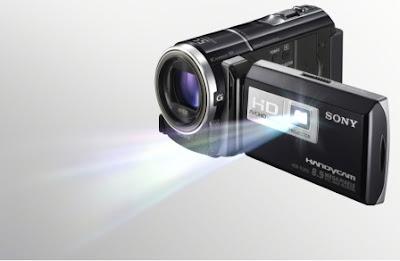 Ce zici de o camera video cu proiector?
