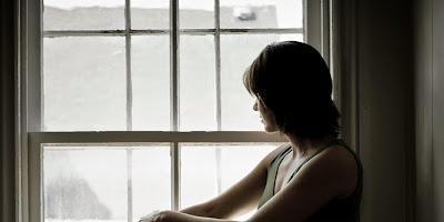 Αποτέλεσμα εικόνας για woman thinking sad