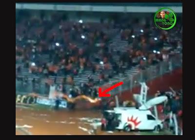 Rusuh!!... Laga Persija vs Sriwijaya FC di Stadion GBK dihentikan