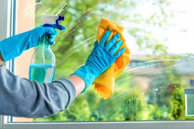 Hướng dẫn cách vệ sinh cửa kính sạch đơn giản và hiệu quả