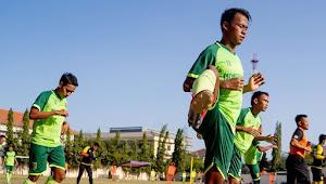 Sanksi Seru Menunggu Pemain Persebaya yang Datang Terlambat Saat Latihan